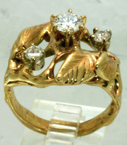 Engagement Ring, 14 Kt yellow gold, 3 diamonds