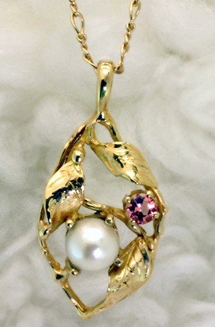 "Pendant, gold, pearl, tourmaline ""3 Leaves # 6562"